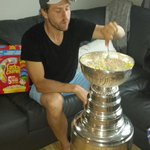 #BAUCE RT @SportsCenter: Blackhawks C Andrew Desjardins cereal bowl > all other cereal bowls. (via @keeperofthecup) http://t.co/TYYa8wIRYZ