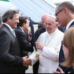 Recibiendo al papa Francisco en la base aérea en su histórica visita a Guayaquil. @JorgeGlas @PrefecturGuayas http://t.co/myVjBFeZ2t