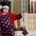 وعشان هي محترمة، بترقص بكتفها بس. http://t.co/BSZavSEKFp