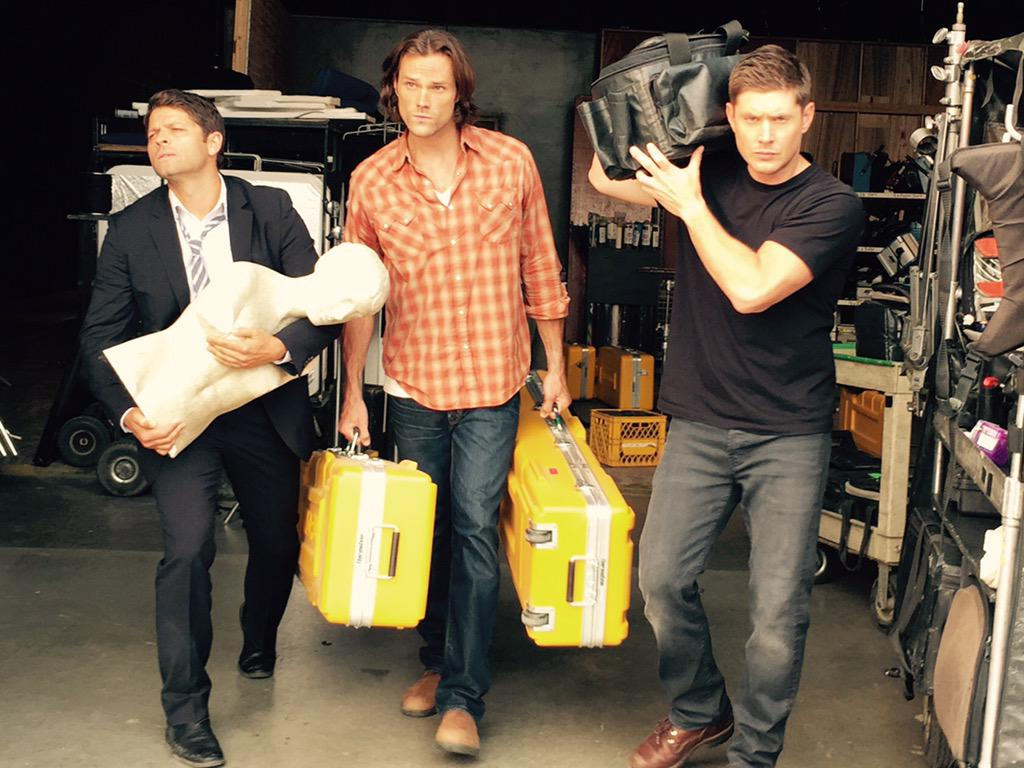 Helpin the crew wrap out after a hard fought day 1. Only 183 more days to go. #spn11 @JensenAckles @mishacollins http://t.co/nP13CguQkY