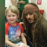 Johnny Depp made some sick patients really happy today with a surprise hospital visit: http://t.co/V9uc20elZL http://t.co/eAQFfDCkVA