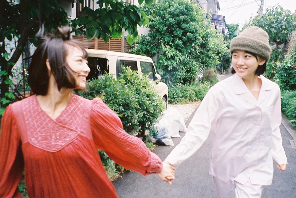 乃木坂46の12thシングル、特典ペアPVのスチールを撮らせていただきました。北野日奈子さんと堀未央奈さんのおふたり。監督は今泉力哉さんです。予告編が公開されています。7/22発売です。 https://t.co/2p24F6dMjJ http://t.co/j86cUNADzO
