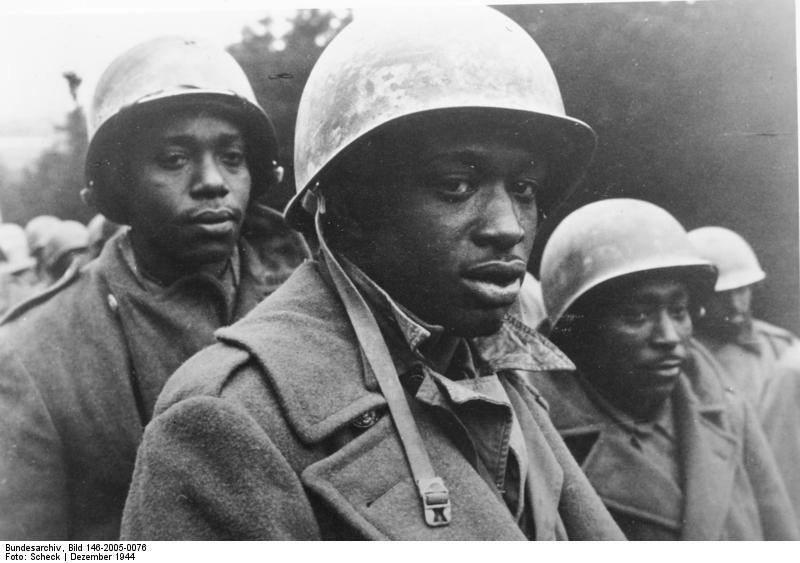 soldier on the left looks like Dave Chappelle... one on the right looks like Big Daddy Kane. WW2 photo...our Brothers http://t.co/7qjzsKVaq1