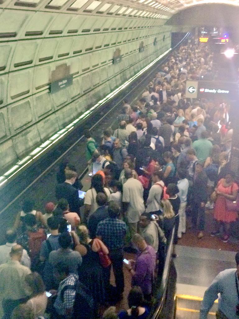 This is #wmata Union Station right now. Total mess!!! @unsuckdcmetro #redline http://t.co/LpkfbUJsIx