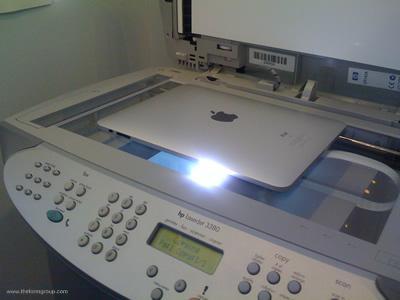 /DEAD RT @alextumay: Paul Pierce taking a screenshot. http://t.co/yFta8Iop3z