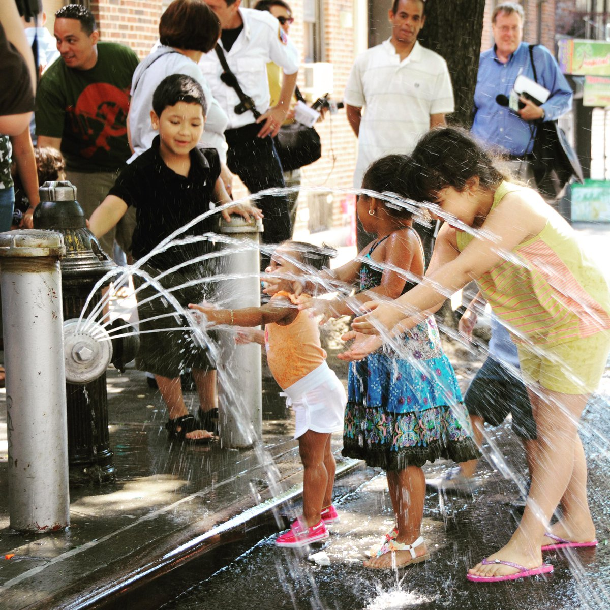 Hydrants can be opened legally w/City-approved spray caps! Get them @FDNY fire houses for free http://t.co/odWeIi5I8B http://t.co/wzsGLRFAlJ