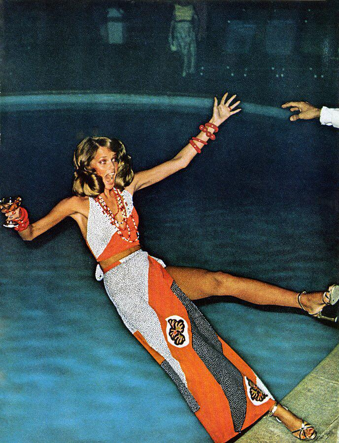 Uh Oh!! Hold on to your drink!! Cheryl Tiegs photographed by Helmut Newton @voguemagazine #throwback http://t.co/sd7yaEiTXR