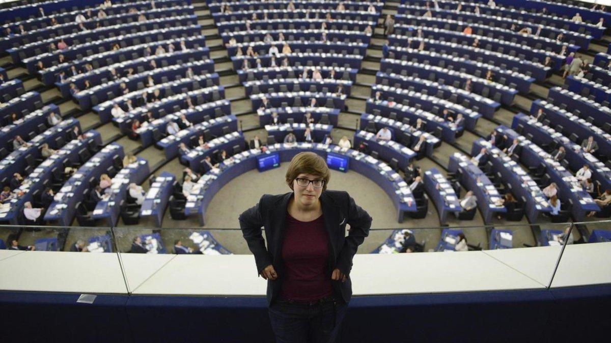 El Parlament Europeu vota a favor de la Llibertat de Panorama i de l'Informe Reda, presentat per la pirata Julia Reda http://t.co/B2yNj6B9jo