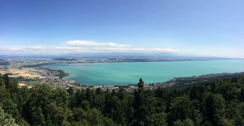 Les beaut s de la suisse le lac de neuch tel vu de for Pays de chaumont