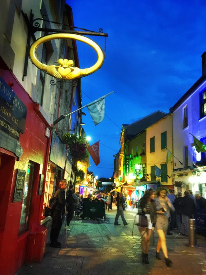 We're falling in love w/ Galway. It's smaller than Dublin but every bit as charming. #LoveIreland #mustlovefestivals http://t.co/HOUb7d2IJm
