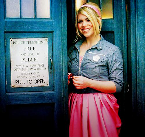 Loads of fun to all the luvs at #SDCC2015! Keep a look out for #DoctorWho news! Xx http://t.co/cz8nIgrTkb