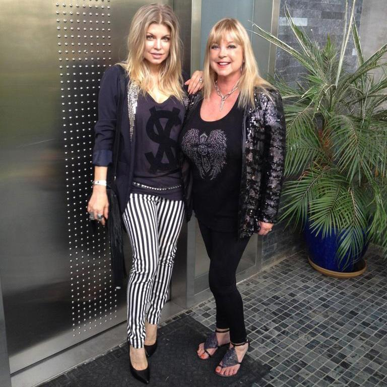RT @FergieFootwear: #tbt 2012: @Fergie in PRECISE #pumps w/ mom Terri in TEXT #sandals b4 the duo heads 2 @MRCHOW. http://t.co/uhk3QM30tI h…