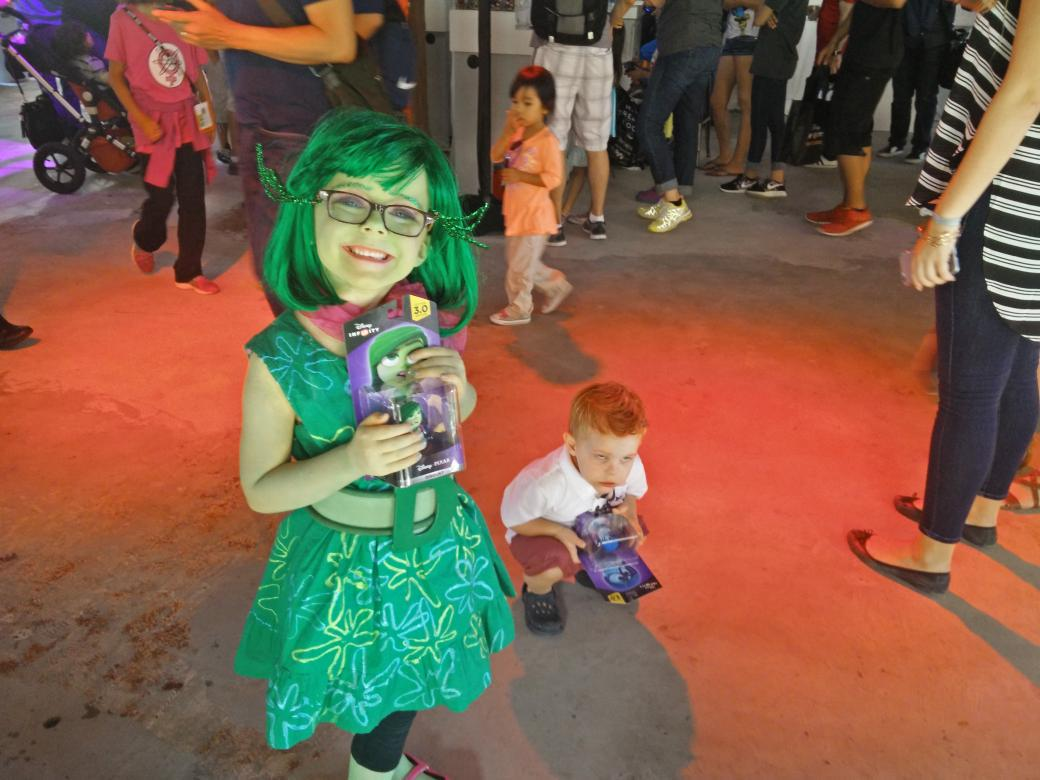 #SDCC #Disney the cutest cosplay duo Disgust & Anger @DisneyInfinity 3.0 pop-up shop http://t.co/odVtHTmxpH
