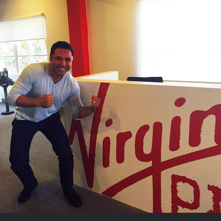Boxing legend / golden boy @OscarDeLaHoya stopped by. Is he challenging our receptionist? http://t.co/FauNSNOVW5