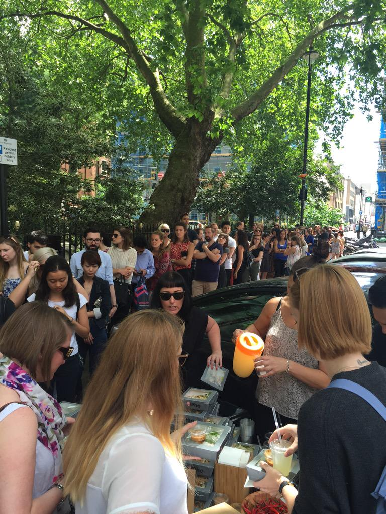 #ReclaimYourLunchBreak at our anti-sandwich picnic with @thebunnychow in Soho Sq http://t.co/54BTtoUca7