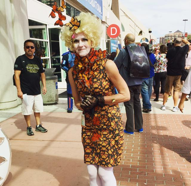 This #EffieTrinket costume is so on point. #HungerGames #SDCC #SDCCRocks http://t.co/xKrTrcPxXL
