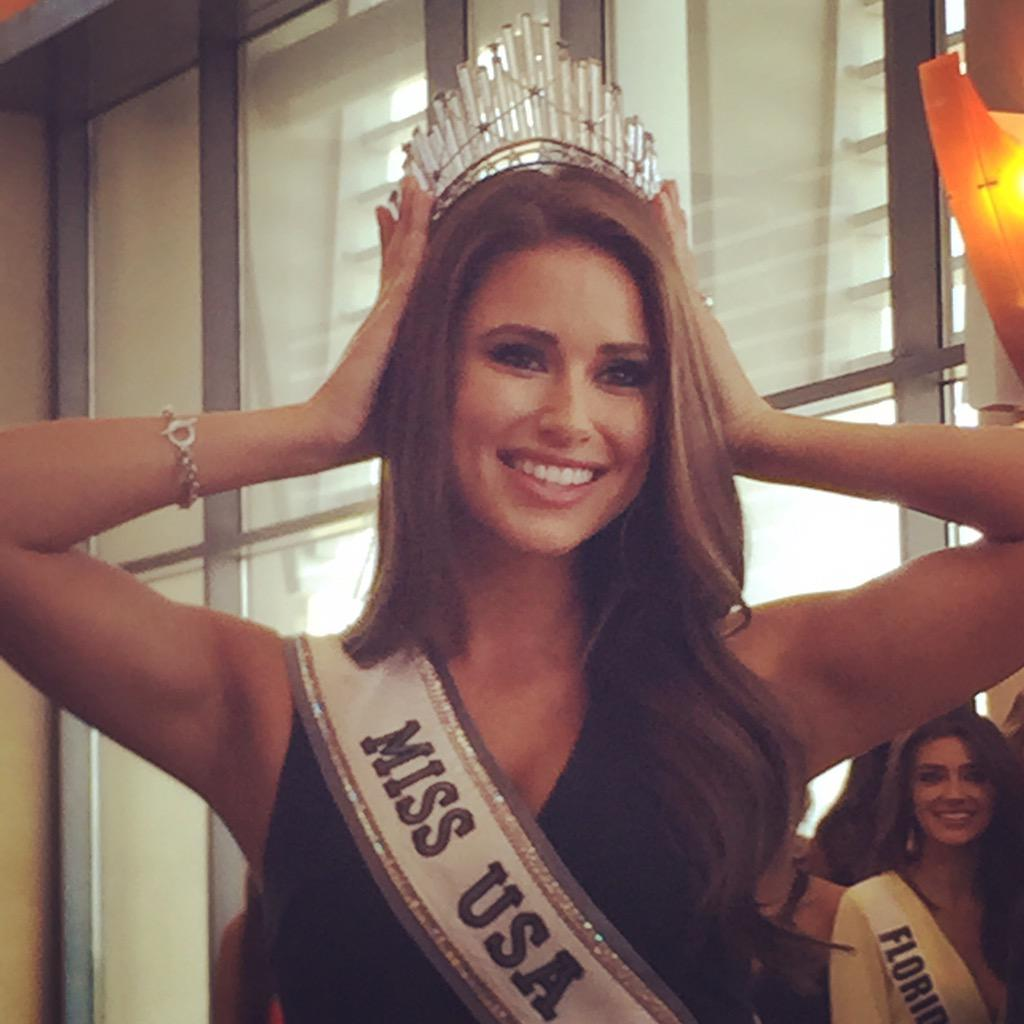 Nia @missusa modeling the new D.I.C crown! Going to be hard to see her pass it on!