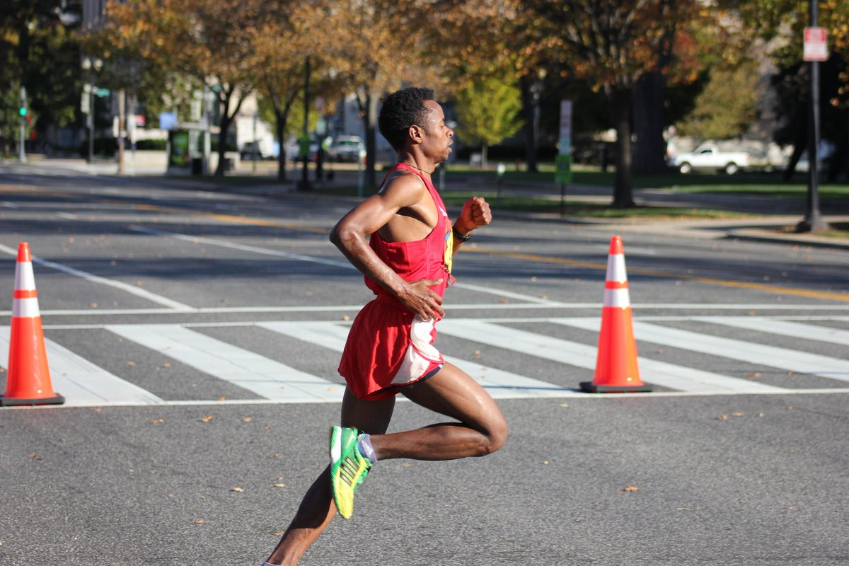 The first step in fixing your running form? Two spatulas... let us explain: http://t.co/vkTsvYN2nG http://t.co/fgwwWPgOhP