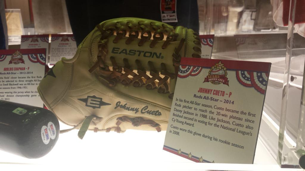 Cueto's glove in Stars of the Queen City. Make him a star again. #votecueto #voteyo http://t.co/rboG2G0Aah