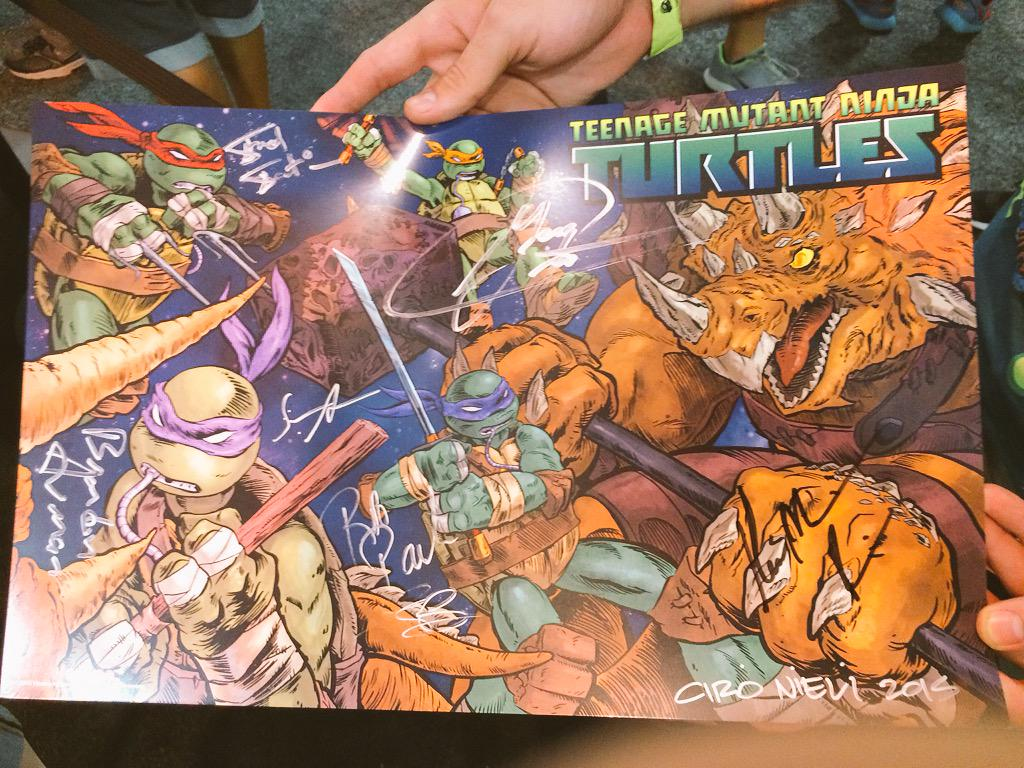 This is what everyone is getting signed. Amazing!!! #TMNT #SDCC15 http://t.co/Ncsxrxs4hO