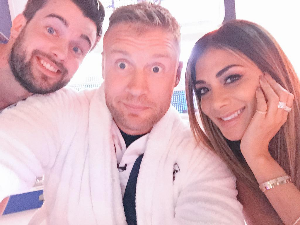 RT @flintoff11: Another day at the office !! @ALOTO @jackwhitehall @NicoleScherzy http://t.co/A2rHDRbn9v