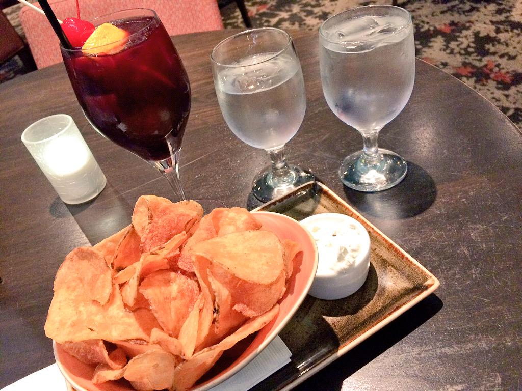 The key to good #sangria: muddled blackberries & apricot brandy; paired w/kettle chips. #happyhour #wine #wineoclock http://t.co/SAbOY1BZaR