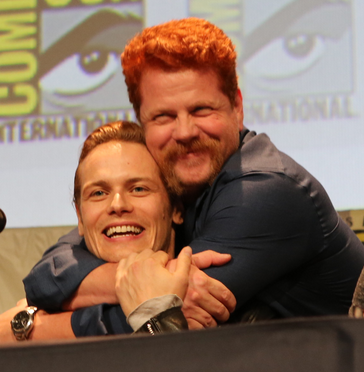 Michael @Cudlitz, doing what so many gals want to do with @SamHeughan. Thanks for today, warriors. #EWComicCon http://t.co/Qk12r8BIZS
