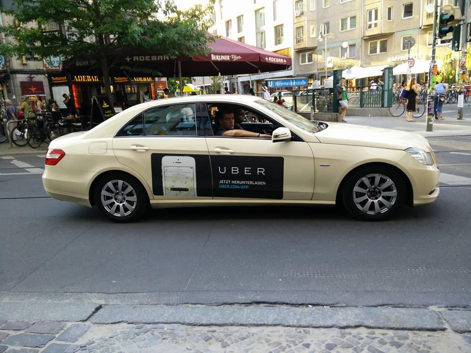 Et pendant ce temps là, à Berlin, les taxis font la pub pour #Uber :-) http://t.co/atYZyF3vdu