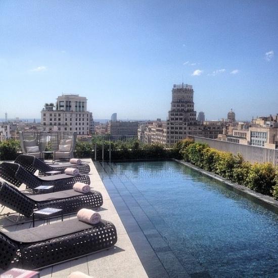 Meer in uw sas met een zwembad op het #dakterras... @DroomHome @CarinAmerongen @ZArchitecten #dakwaarde http://t.co/0Fo7qBiTMv