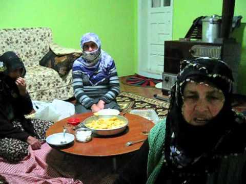 Erzurumlu Fatma Ana, Edirneli Kıymet Ana ve şimdi de Rizeli Havva Ana; Türkiye'nin hakiki Ana Muhalefeti... http://t.co/iyI5pvvrZp
