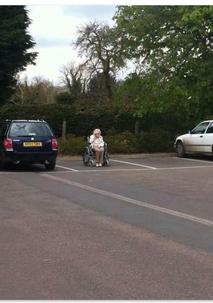 """""""@webuycars247: Rare to see a mk1 granny parked up these days. http://t.co/4bpPV9ywX7"""" < brilliant"""