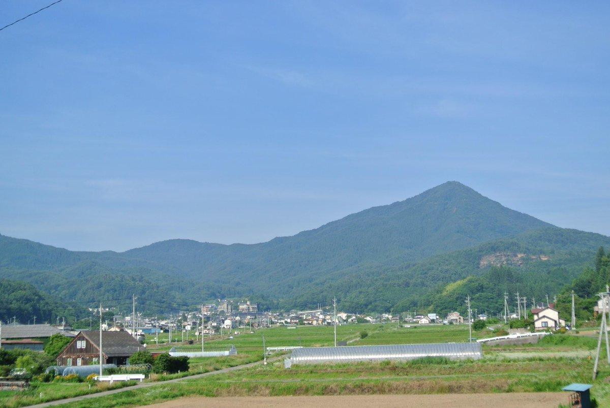 おはようございます。16世紀から脈々と受け継がれる伝統の雨乞い儀式「岳の幟」が行われる信州上田の奥座敷、別所温泉は澄みきった青空とさわやかな夏の風が吹きわたっています。さあ、夏だ!祭りだ!!男の、のろしを上げようぞ!! http://t.co/7AsA57Tq6I