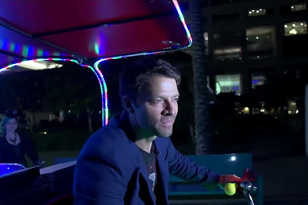 "Watch ""Supernatural"" star @mishacollins hand out pizzas overnight at #SDCC2015: http://t.co/WDzrRyB0Nj http://t.co/4KClvBpbsO"