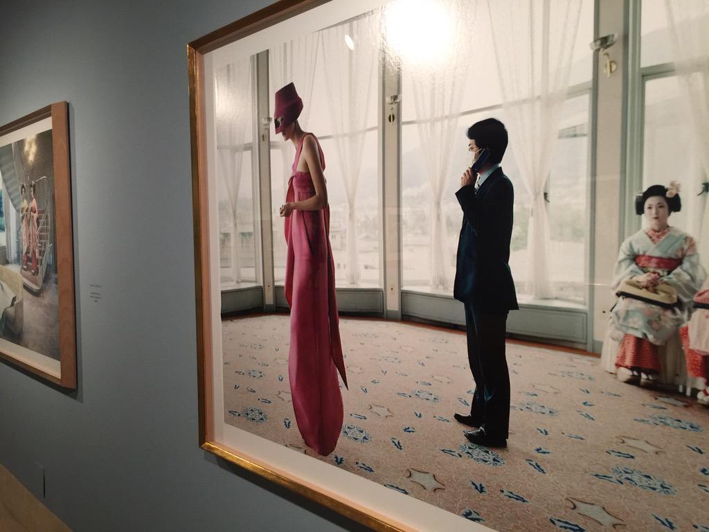 Ojo a las fotografías de Elena Yemchuk de la expo Vogue like a Painting del @museothyssen. Ojo a todo, vamos http://t.co/ub27cEaRfF