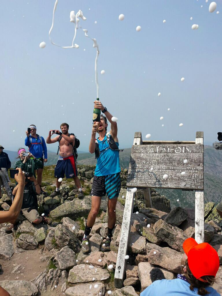 Scott Jurek reached the summit of Mt. Katahdin at 2:03 pm local time. Breaks the Appalachian Trail Record in 3:12 hs. http://t.co/0Zw1nxJxll