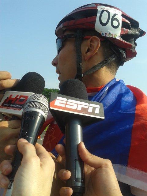 Emocionadísimo Emanuelle Silva tras obtener el 2do oro para Chile @adnradiochile http://t.co/XIZuj4DmZ9