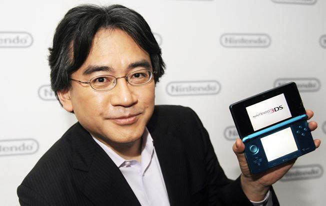 닌텐도의 CEO, 게임 디자이너 이와타 사토루(岩田 聡, 1959년생)의 부고. https://t.co/d0upCQ8wuU http://t.co/2r9ISYsooc