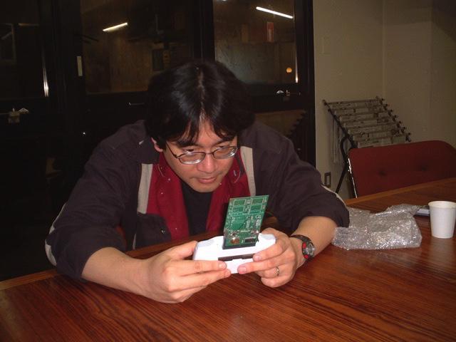 【岩田聡さん追悼文をBLOGに更新しました】まだ若き任天堂の岩田さんが、弊社に遊びに来たときの写真です。 http://t.co/62dojf6VyX http://t.co/jI9lYcs7ZJ