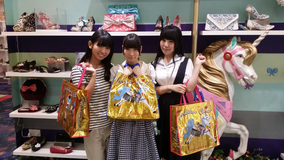 Thank you Japanese pop group @dempagumi for visiting our #Carnaby Street Store on saturday!   http://t.co/9HqZVvvCaA http://t.co/dVkAdnb7sg