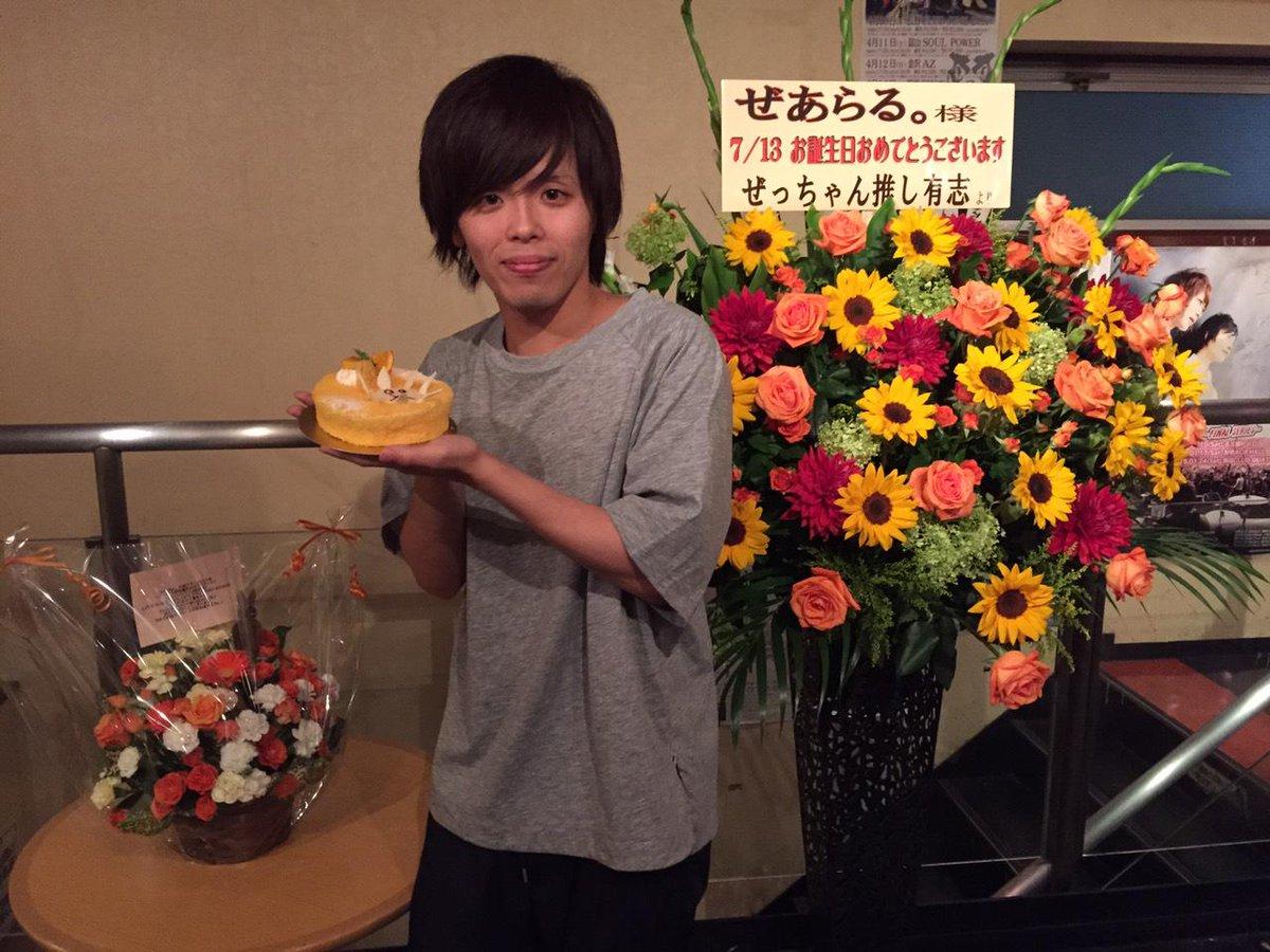 むすめん。新潟公演有難う御座いました。 今日で27歳になってしまいましたが、 過去最高に多くの人に祝っていただいたような気がします。 素敵なお祝いのお花とケーキと本当に有難う御座いました。 おじちゃん頑張る by オレンジおじいさん http://t.co/xtUbnVowLb