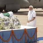 PM @narendramodi paying respects to Dr. APJ Abdul Kalam. http://t.co/ODEf5f8n3i