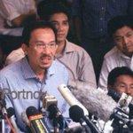 Dulu Anwar kena pecat Zahid Hamidi (kanan) sokong Anwar. Lepas kena tangkap, tak sokong. Harini jadi TPM 😂 #throwback http://t.co/nA67unnkoj