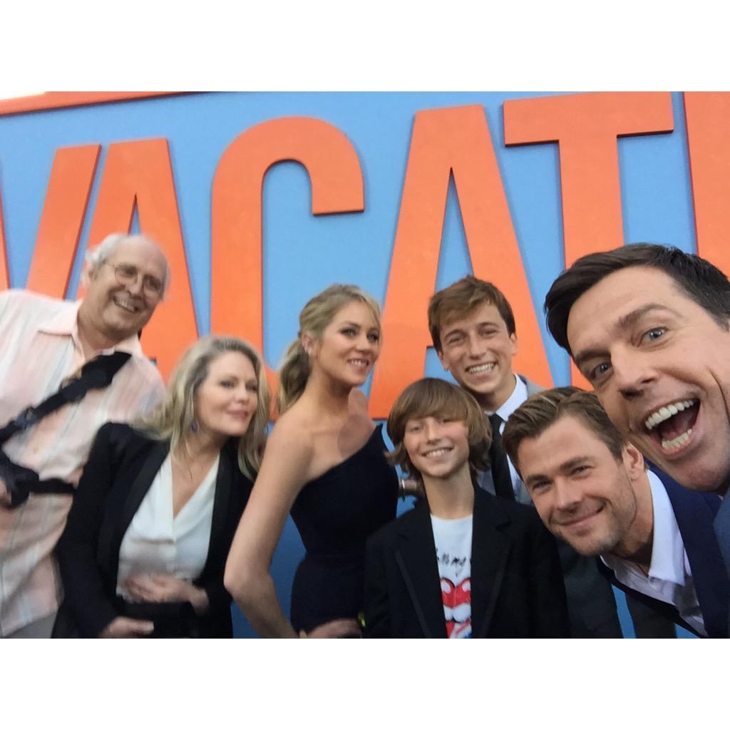 Griswold family selfie w/ @ChevyChaseToGo @1capplegate @chrishemsworth @SkylerGisondo @SteeleStebbins @vacationmovie http://t.co/u8Z7QBzZ8t