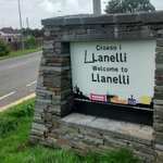 The vandal who drew on this Llanelli sign obviously doesnt speak Welsh... http://t.co/aHCcmv7XVv http://t.co/4sCBoZskgI