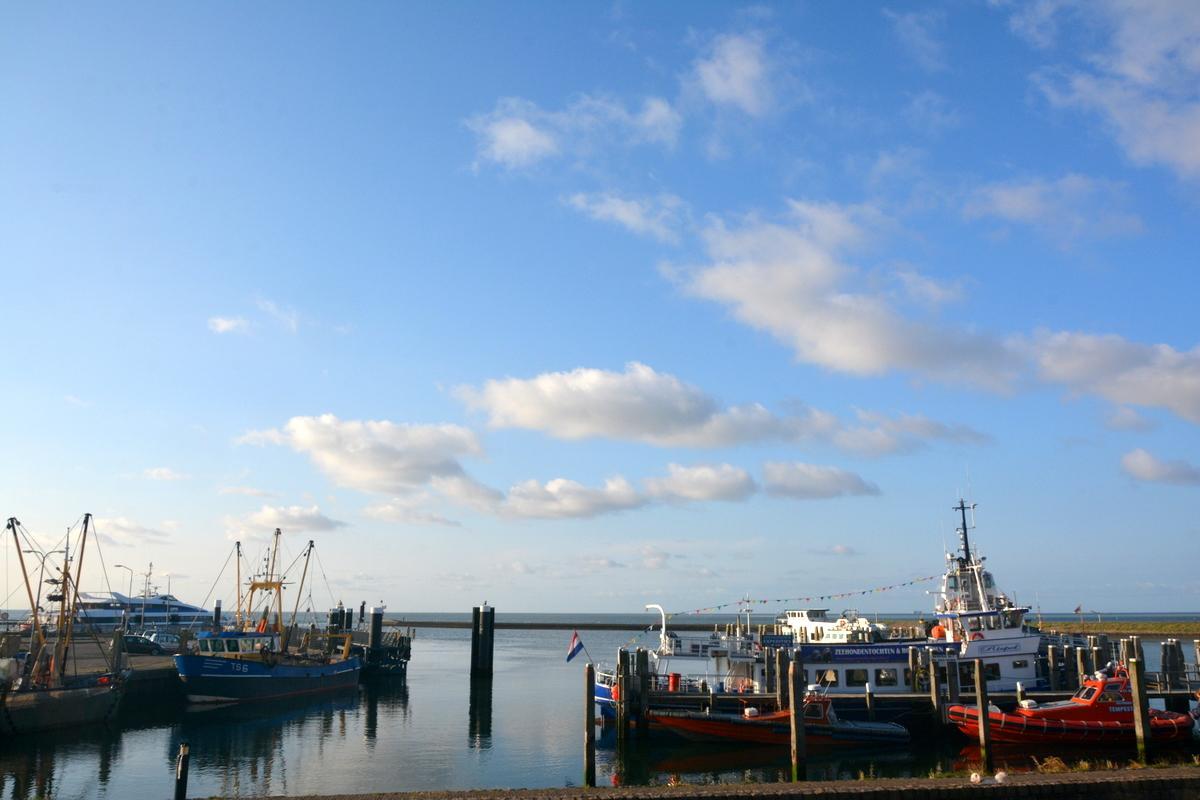 Goedemorgen, licht bewolkt op #Terschelling, 13 °C,  W 4 Bft, zicht 24 km, golfhoogte Noordzee 1.80,  25 mm afgetapt http://t.co/9ARIDL8jnP