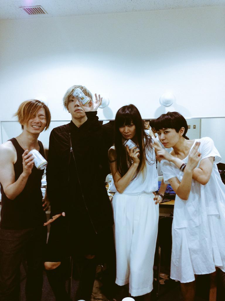 MUROFESS ありがとうございました! 今日から木村順子(指先ノハク)新生・真空ホロウのサポートギターを務めさせて頂きます! みんなで楽しめるライブしたい!それだけです!がんばりまっす! 次はロッキン!是非みに http://t.co/2jGr0ALcBf