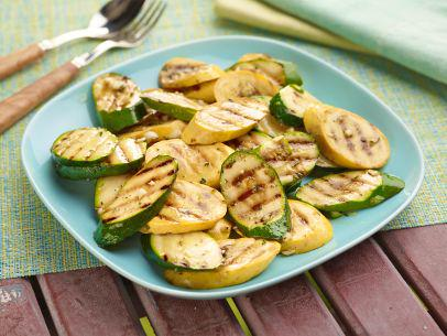Giada's marinated zucchini and summer squash is ready on the grill in just eight minutes: http://t.co/FIf7CrcXms. http://t.co/nCr0ntYtWJ