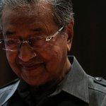 Lagi kita hentam Tun Mahathir, lagi kedudukan kita jatuh - Muhyiddin http://t.co/QEL89bxKrQ http://t.co/E1veeh4x5d