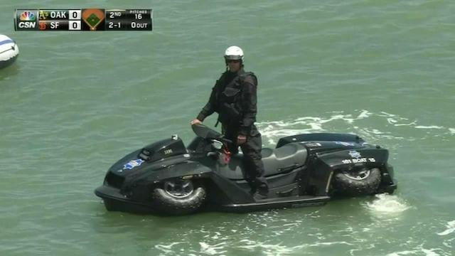 The San Francisco Police have a new amphibious quad-jetski. Woa: http://t.co/UXOFx1VCJz http://t.co/jGu43L9bfT