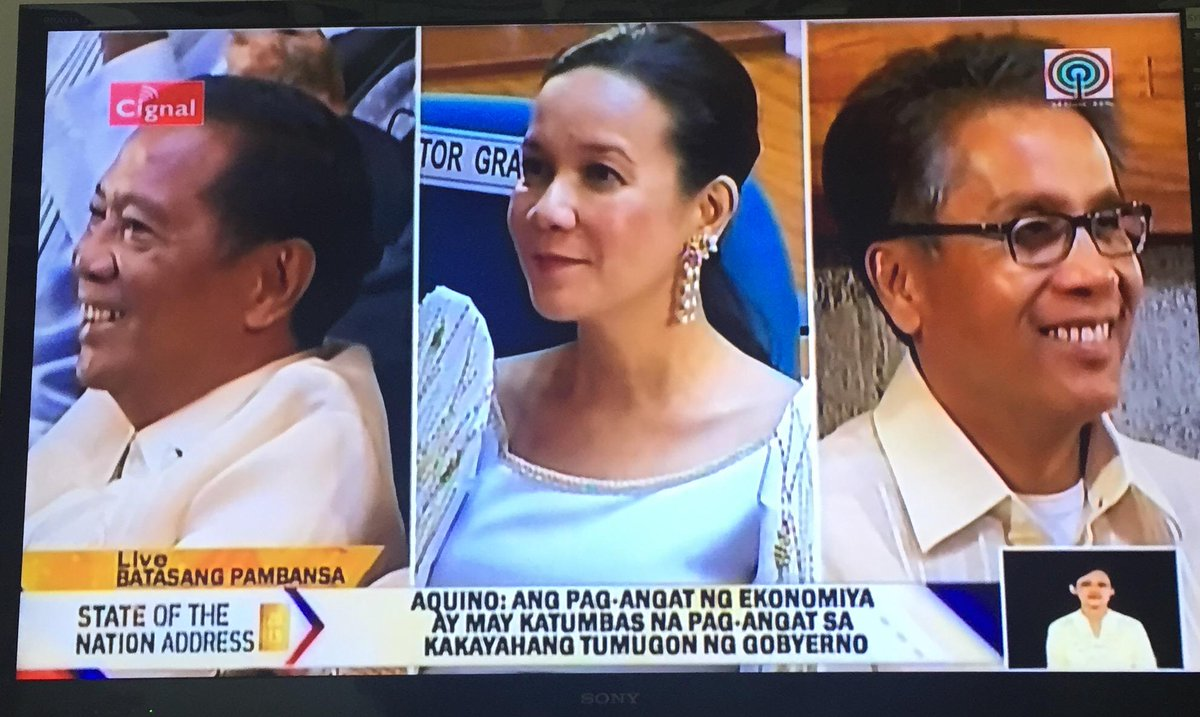 Split Screen of the Day: VP Jejomar Binay, Sen Grace Poe and DILG Sec. Mar Roxas #SONA2015 http://t.co/FhxeeZqG8Z